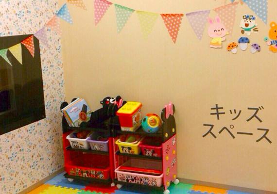 待合室にはキッズスペースもございますので、小さいお子様がいても安心。